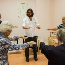 """Tai Chi voor Parkinson patiënten. """"Juist wat wel kan, geeft een positieve beweeg ervaring!"""""""